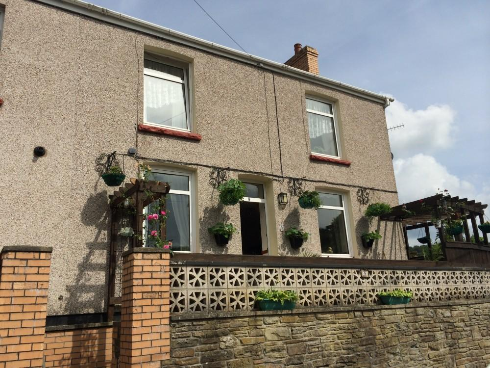 2 Bedrooms End Of Terrace House for sale in Woodside Terrace, Llanhilleth, Abertillery, Gwent