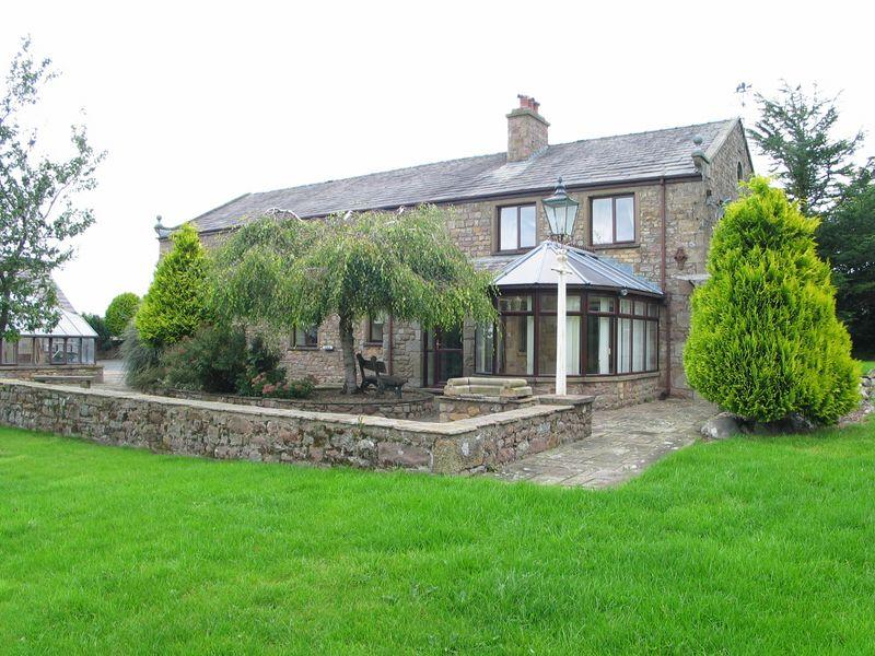 4 Bedrooms Detached House for sale in Burrow Heights, Lancaster LA1