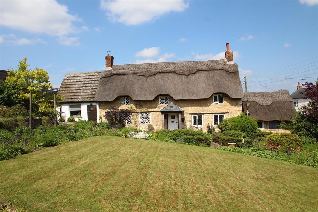 4 Bedrooms Cottage House for sale in Grafton Road, Yardley Gobion, Towcester