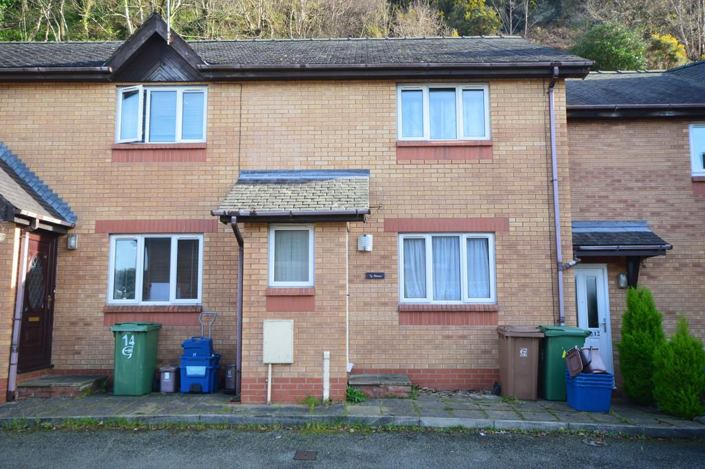 2 Bedrooms Terraced House for sale in Ger Y Mynydd, Bangor, North Wales