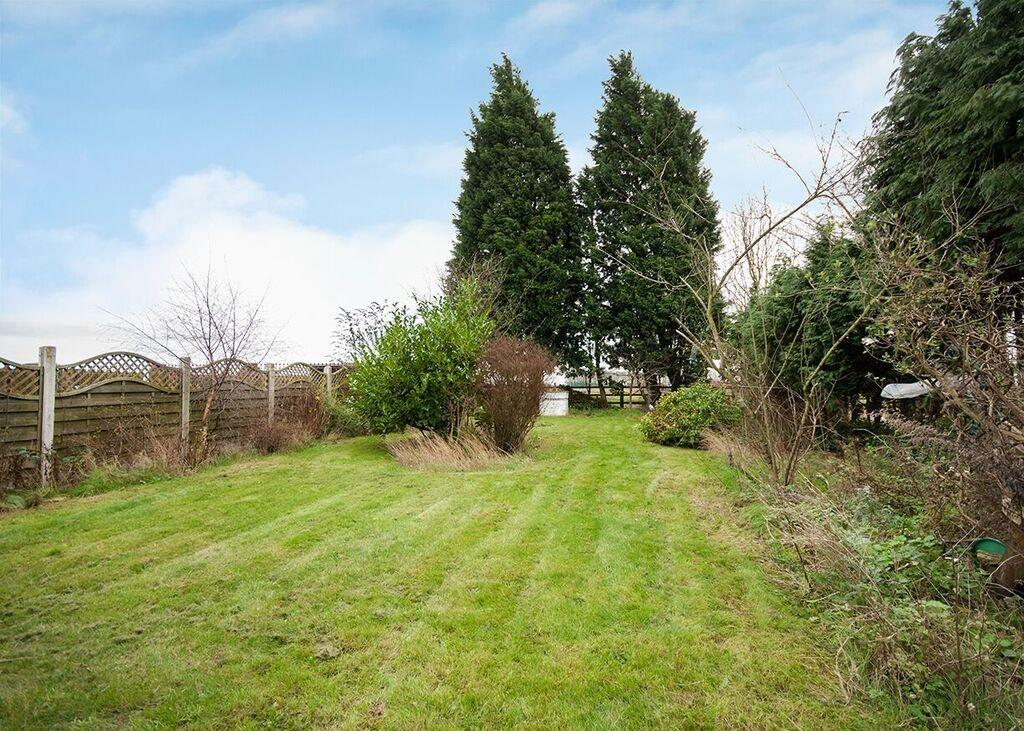 3 Bedrooms Semi Detached House for sale in 2 Garage Cottage, Stainforth Road, Barnby Dun, Doncaster, DN3 1AL