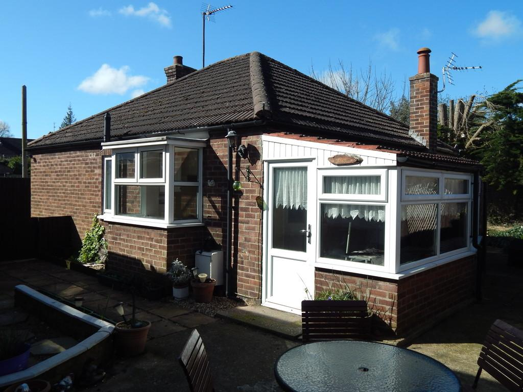 2 Bedrooms Detached Bungalow for sale in Church Road, Boston