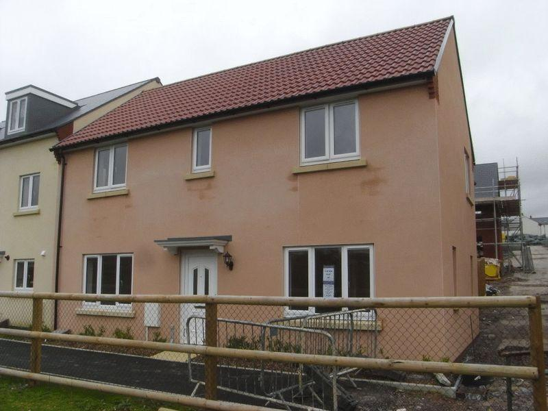 4 Bedrooms Detached House for sale in Dukes Way, Axminster