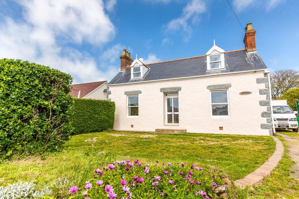 3 Bedrooms Cottage House for sale in Route Des Farras, Forest, Guernsey
