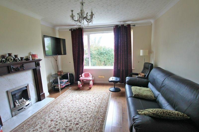 3 Bedrooms Semi Detached House for sale in Penrhosgarnedd, Bangor