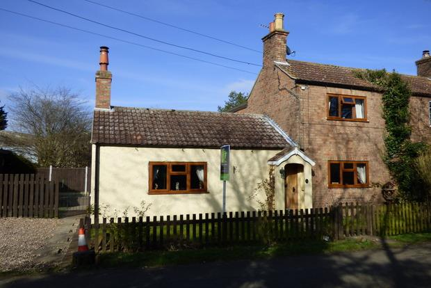 2 Bedrooms Cottage House for sale in Stewton Lane, Louth, Lincolnshire, LN11