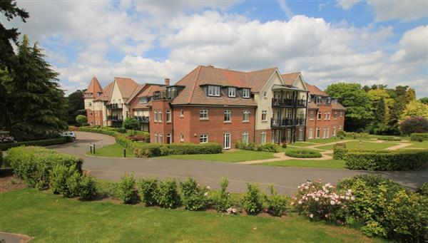 2 Bedrooms Apartment Flat for sale in Beacon Crescent, Hindhead