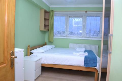 1 bedroom flat share to rent - 30 Newport House, Strahan Road, London, E3 5BU