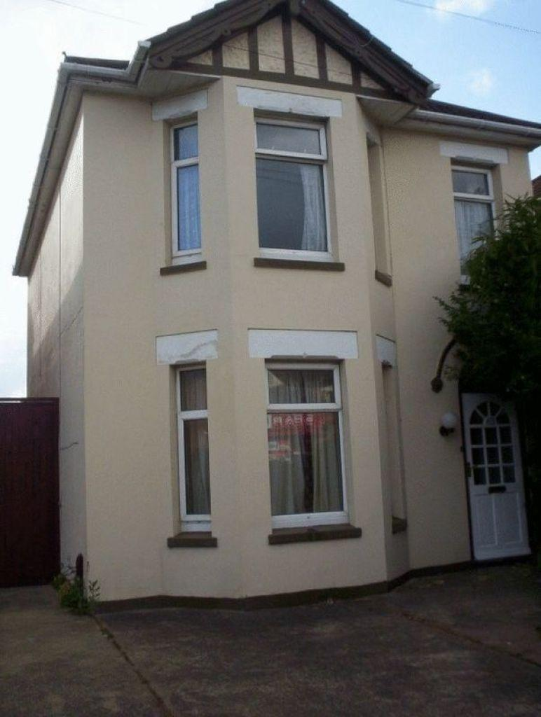6 Bedrooms Detached House for rent in Bennett Road