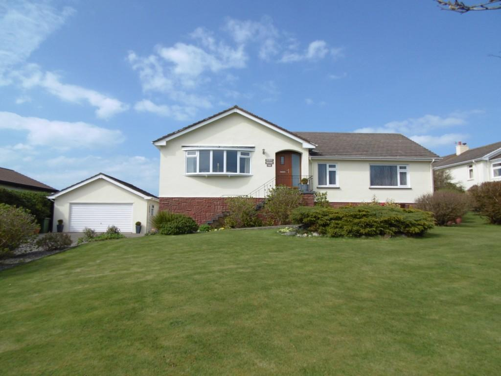 4 Bedrooms Bungalow for sale in Hill Park, Colby, IM9 4BF