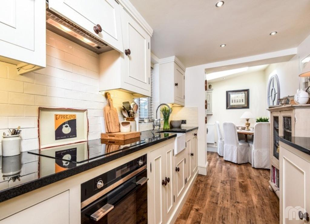2 Bedrooms Terraced House for sale in Borough Street Brighton East Sussex BN1
