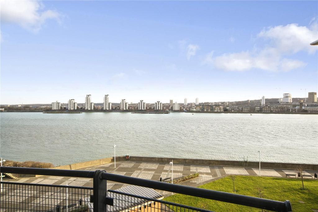 2 Bedrooms Flat for sale in Fishguard Way, London