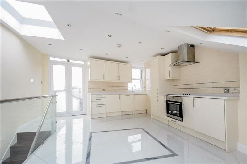 2 Bedrooms Flat for sale in Townmead Road, Fulham SW6