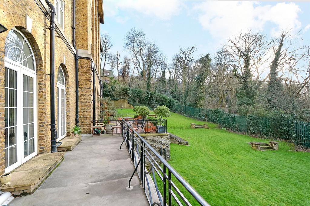 2 Bedrooms Flat for sale in Vanbrugh Hill, Blackheath, London