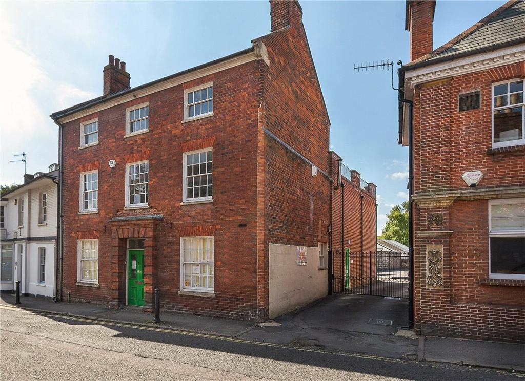 2 Bedrooms Apartment Flat for sale in The Parade, Marlborough, Wiltshire, SN8