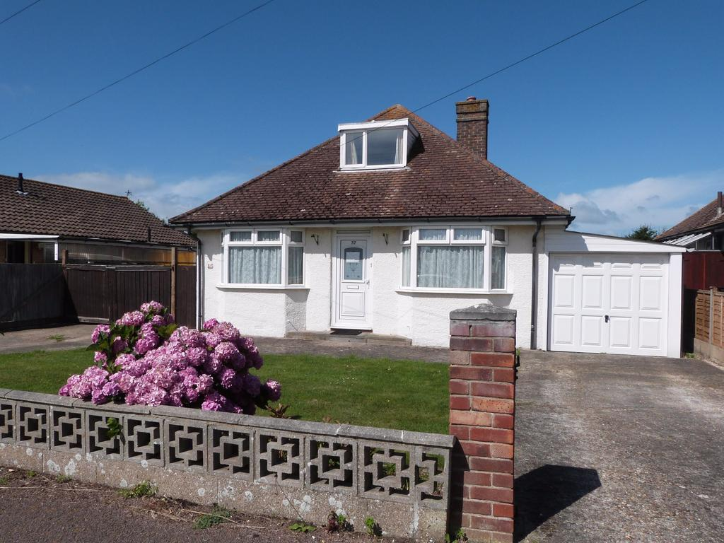 2 Bedrooms Detached Bungalow for sale in Manor Lane, Selsey