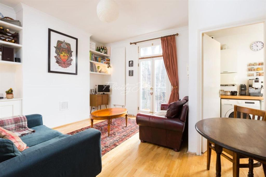 2 Bedrooms Flat for sale in Evering Road, E5.