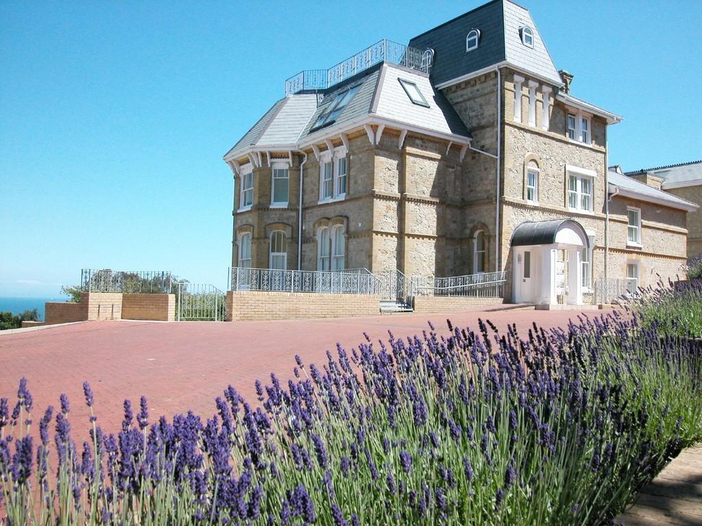 2 Bedrooms Ground Flat for sale in Luccombe Road, Shanklin