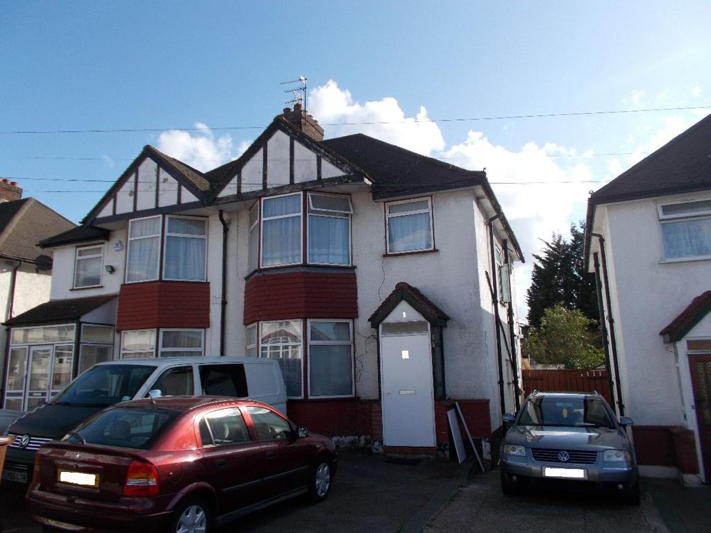 3 Bedrooms Semi Detached House for sale in Pembroke Place, Edgware