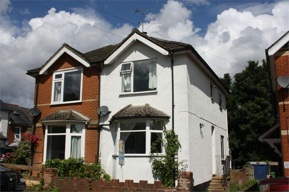 3 Bedrooms Semi Detached House for sale in Cargate Hill, Aldershot, Hampshire
