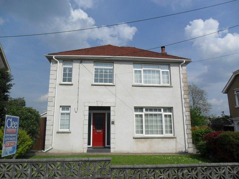3 Bedrooms Detached House for sale in Plas Road, Pontardawe, Swansea.