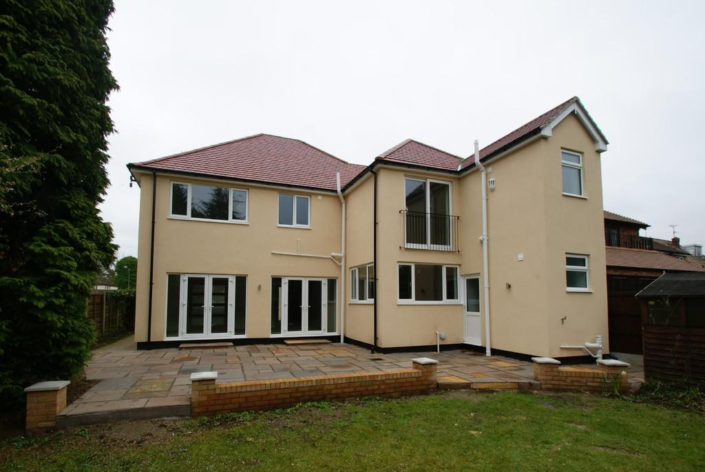 5 Bedrooms Detached House for sale in Warnington Drive, Bessacarr