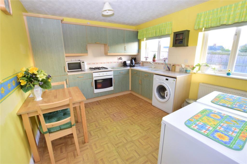 Image 3 of 8: Kitchen