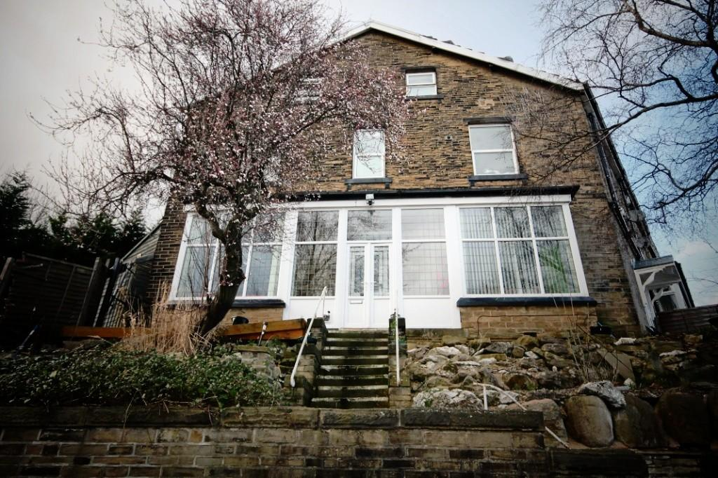 6 Bedrooms Terraced House for sale in Cliffe Wood Avenue, Shipley