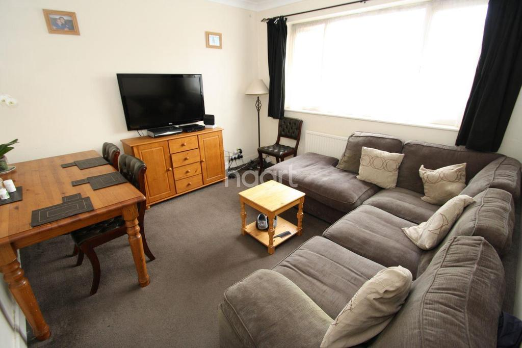 3 Bedrooms Maisonette Flat for sale in Abbey Road, Newbury Park
