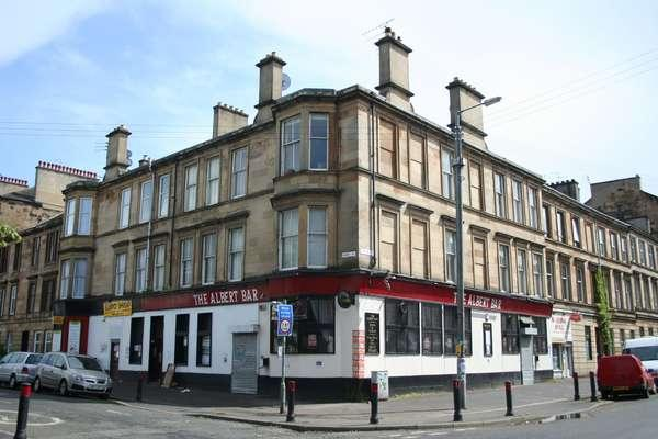 3 Bedrooms Flat for sale in 2/2, 62A, Albert Road, Crosshill, Glasgow, G42 8DW