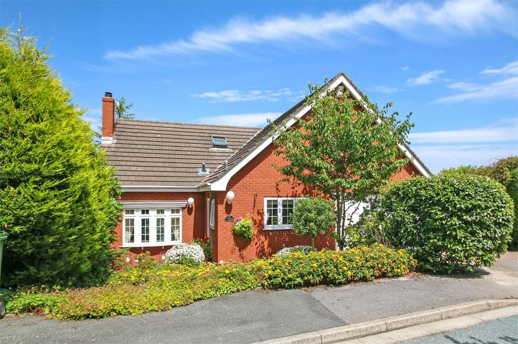 3 Bedrooms Detached House for sale in Ryeburn Walk, Davyhulme, Manchester, M41