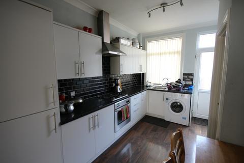 3 bedroom terraced house to rent - Cross Flatts Terrace, Leeds, West Yorkshire, LS11