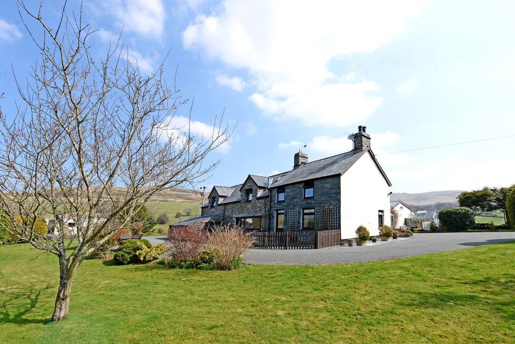 4 Bedrooms Farm House Character Property for sale in Trawsfynydd, Blaenau Ffestiniog, North Wales