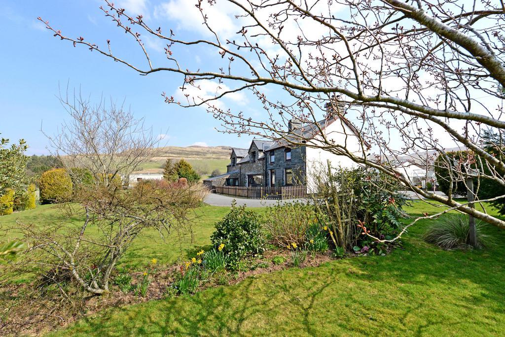 4 Bedrooms Farm House Character Property for sale in Trawsfynydd, Blaenau Ffestiniog, North Wales