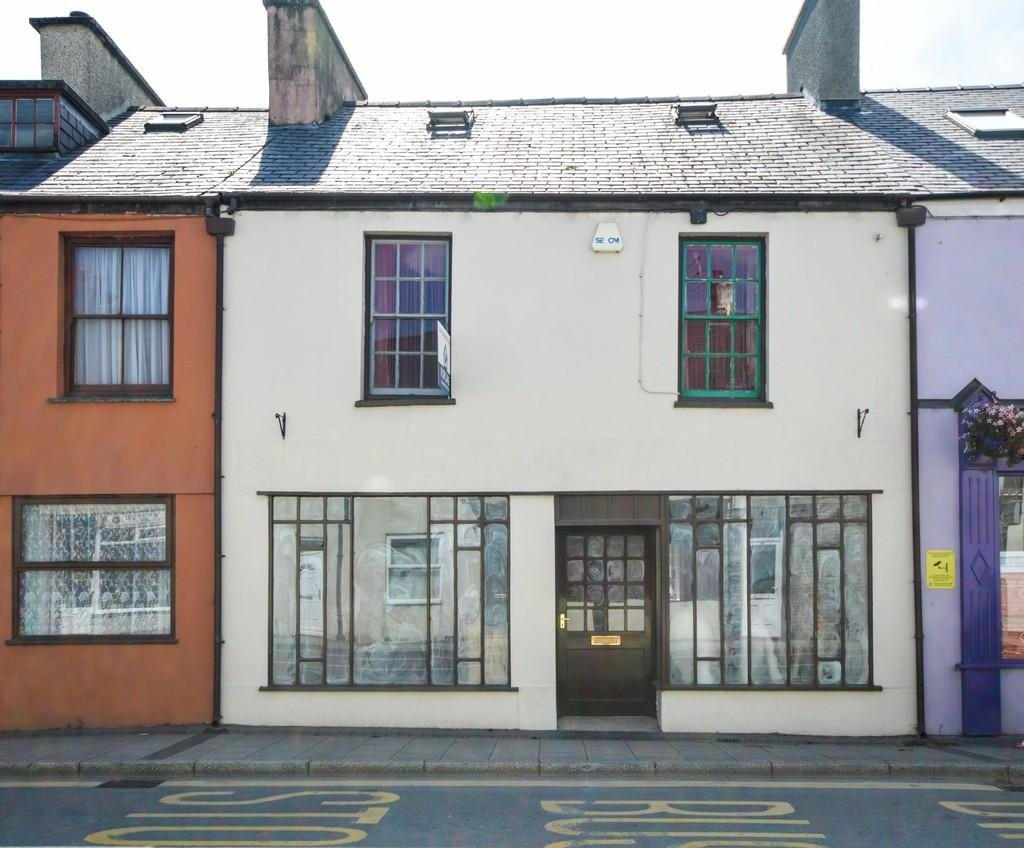 2 Bedrooms Apartment Flat for sale in High Street, Bethesda, North Wales