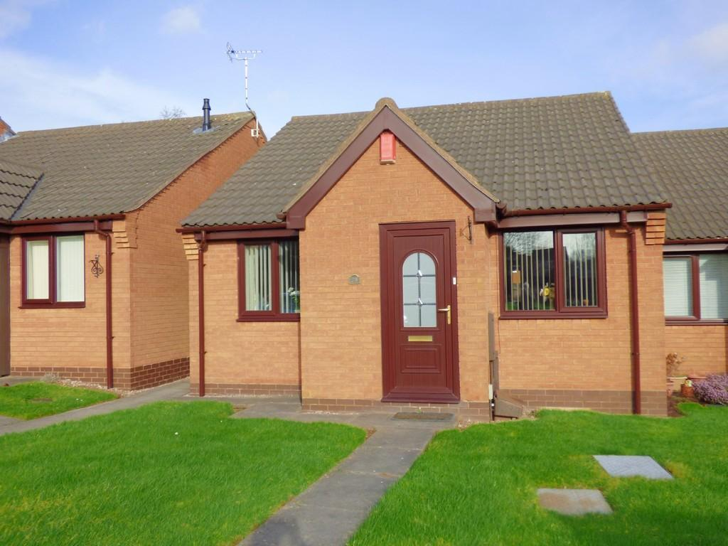 2 Bedrooms Terraced Bungalow for sale in Lilleshall Way, Western Downs, Stafford