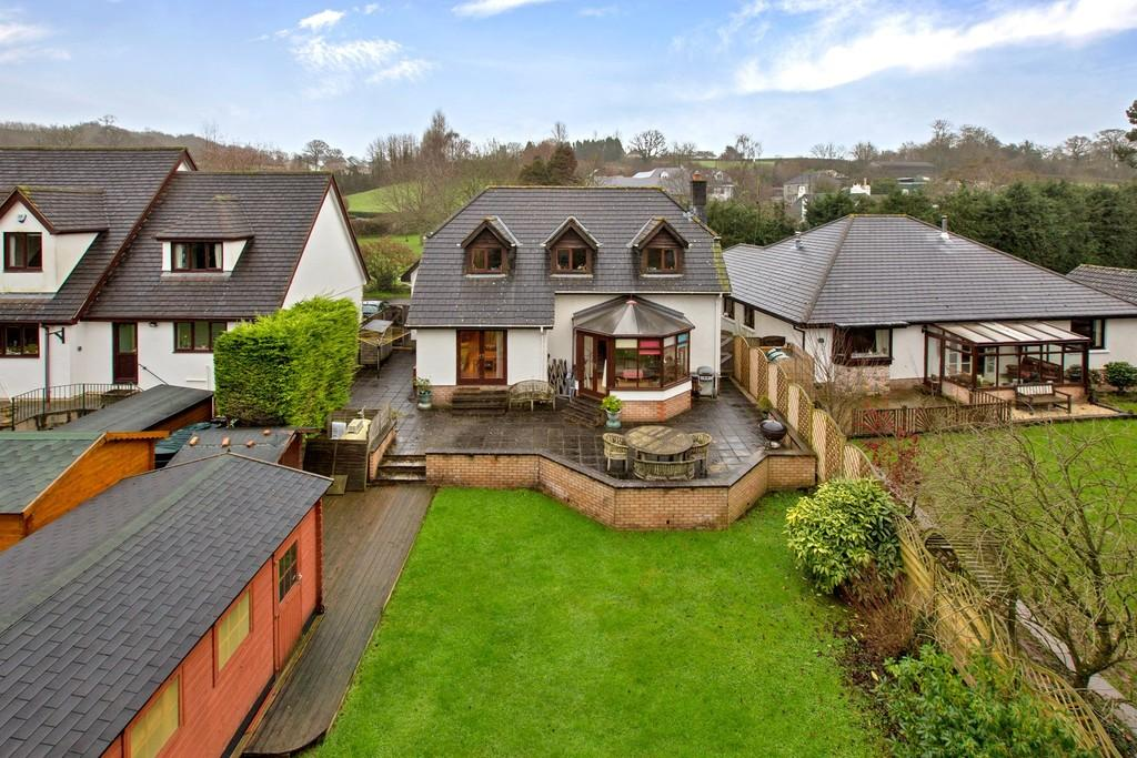 4 Bedrooms Detached House for sale in Manor Mead, Bickington