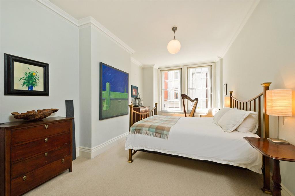 3 Bedrooms Flat for sale in Great Portland Street, Marylebone, London, W1W