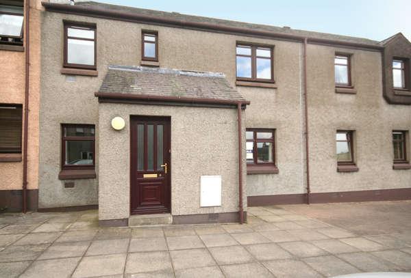 2 Bedrooms Flat for sale in 8 Wellhead Court, Lanark, ML11 7DY