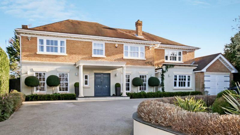 5 Bedrooms Detached House for sale in SOUTH CHEAM