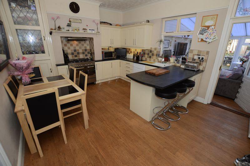 4 Bedrooms End Of Terrace House for sale in 16 King Edward Road, Woodhall Spa