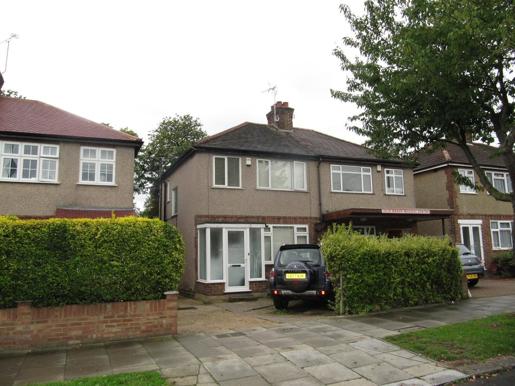 3 Bedrooms Semi Detached House for sale in Islip Manor Road, Northolt UB5