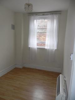 Studio to rent - Clandon Road, Guildford, GU1 2DR