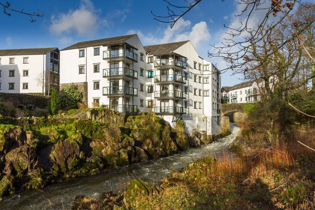 3 Bedrooms Apartment Flat for sale in 8 Capplebarrow, Cowan Head, Kendal LA8 9HL