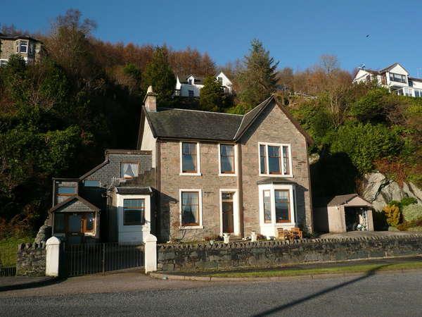 3 Bedrooms Flat for sale in Rock Villa, Upper Flat 27 Shore Road, Innellan, Dunoon, PA23 7TL