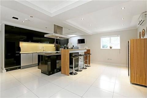 4 bedroom detached house for sale - Ashbourne Road  London  W5 3EH