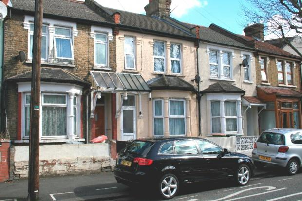 3 Bedrooms Terraced House for sale in Lonsdale Avenue , East Ham, E6
