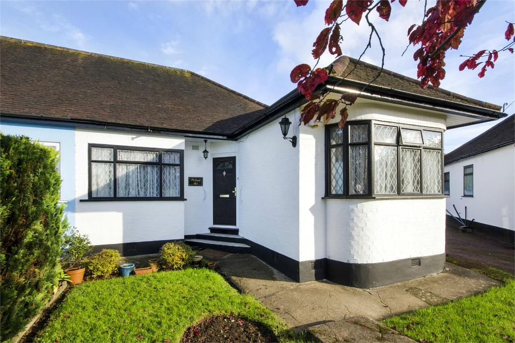 2 Bedrooms Semi Detached Bungalow for sale in Ashdale Grove, Stanmore, Middlesex, HA7