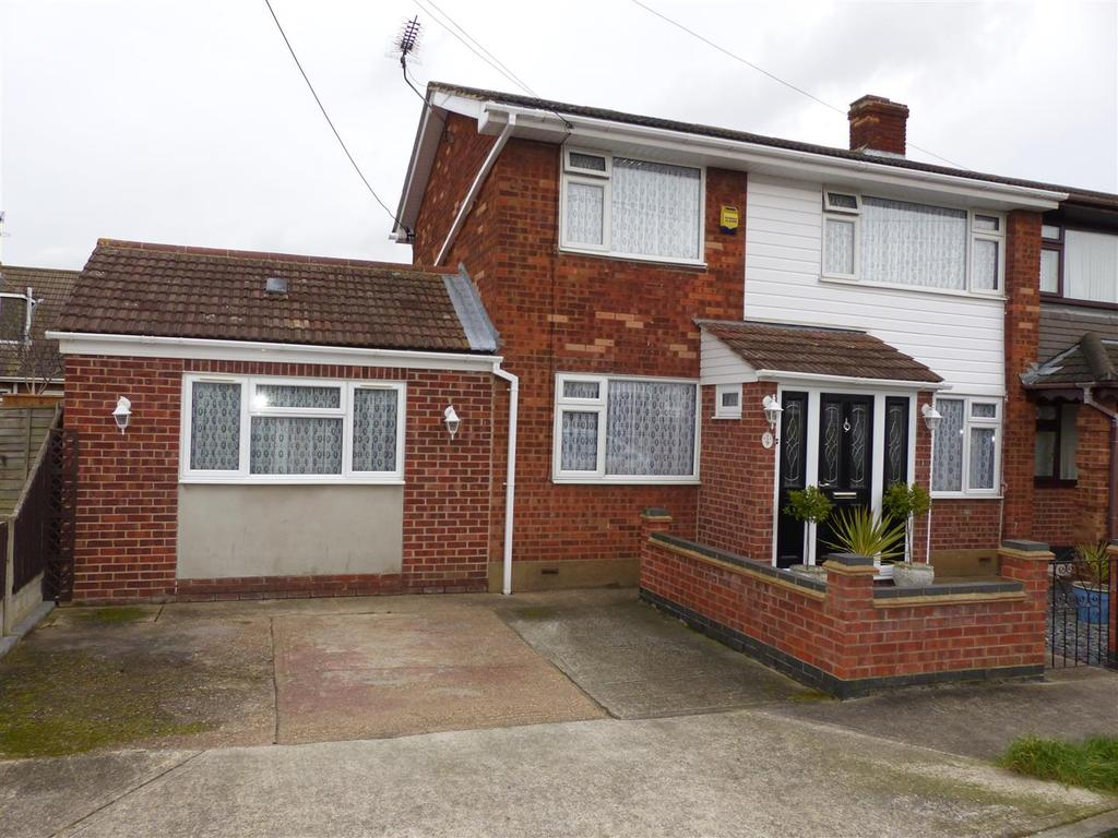 3 Bedrooms House for sale in Margraten Avenue, Canvey Island