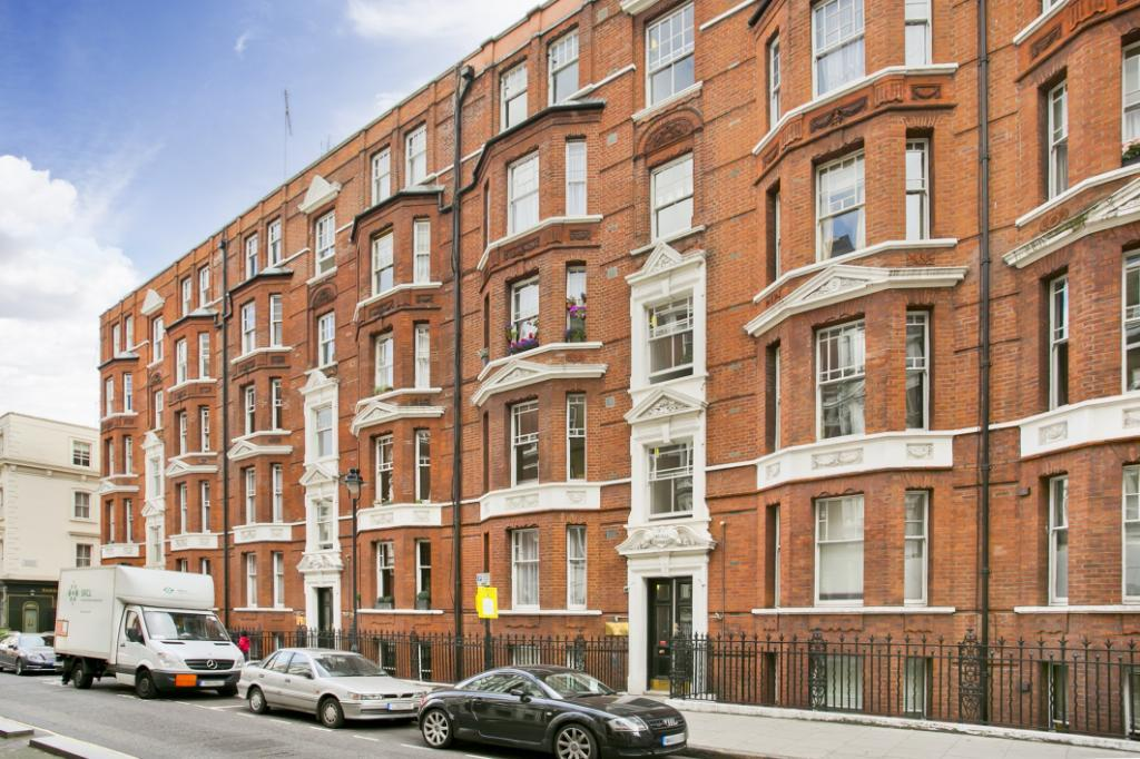 1 Bedroom Flat for sale in Russell Chambers, Bury Place, London, WC1A